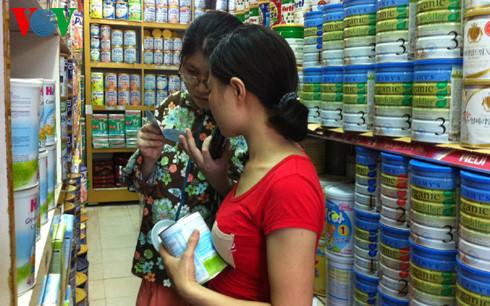 Việc áp trần giá sữa ảnh hưởng đáng kể tới các nhà sản xuất và phân phối sữa tại Việt Nam (Ảnh minh họa)