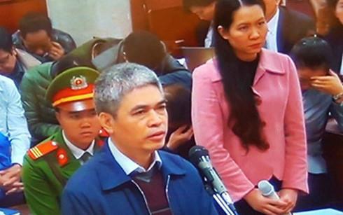 Đối chất lời khai của Nguyễn Xuân Sơn và Nguyễn Minh Thu tại tòa.