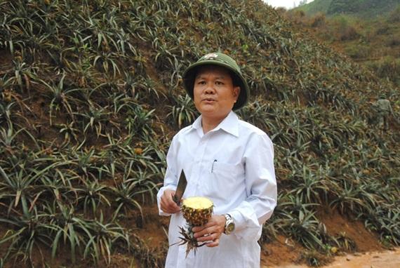Ông Phạm Đăng Năm, Bí thư Đảng ủy xã Bản Lầu bức xúc thay hàng chục hộ dân