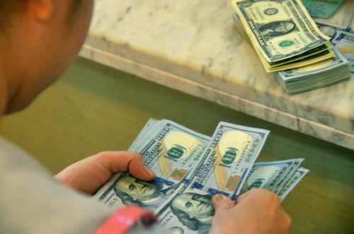 Tỉ giá VNĐ/USD giảm sau khi FED tăng lãi suất Ảnh: Tấn Thạnh