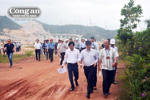 Chủ tịch Huỳnh Đức Thơ kiểm tra, giải quyết vướng mắc tại các dự án.