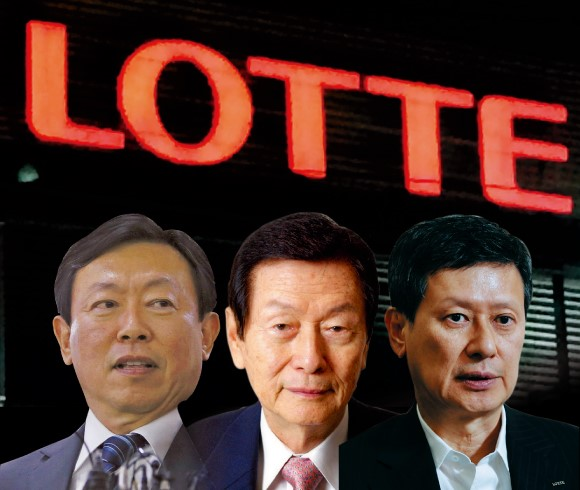 (Trái qua) Con thứ Shin Dong Bin (đang nắm quyền), người cha và là nhà sáng lập Lotte Shin Kyuk Ho, cùng người con cả Shin Dong Joo. Ảnh: Asia Nikkei Review.