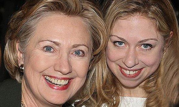 Hillary Clinton và con gái Chelsea.