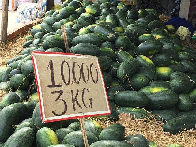 Dưa hấu Việt đang gặp cảnh ế ẩm dù giá chỉ ở mức 10.000 đồng/3kg