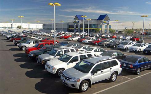 Mức thuế nhập khẩu ô tô từ ASEAN sẽ giảm về 0% từ năm 2018 gây áp lực lớn cho sản xuất ô tô trong nước. (Ảnh minh họa: KT)