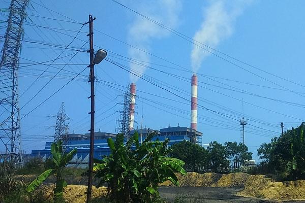 Nhà máy Nhiệt điện than Cẩm Phả đang hoạt động - Ảnh: Thu Hà