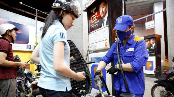 Việc đề xuất nâng khung thuế bảo vệ môi trường với xăng dầu gây nhiều băn khoăn.