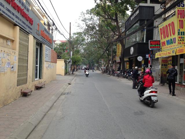 Đường Vũ Trọng Phụng khá nhỏ, cộng với phía cuối đường là tổ hợp gần chục tòa chung cư tại khu tổ hợp Hapulico cùng với trường trung cấp kinh tế kỹ thuật 1 nằm trên tuyến đường này khiến tình trạng ách tắc giao thông thường xuyên xảy ra vào giờ cao điểm.