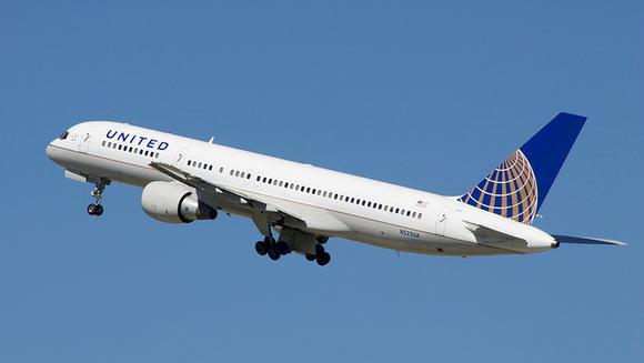 Theo luật hàng không, người quay video về vụ việc kéo lê hành khách trên máy bay có thể phải đối mặt với các vấn đề pháp lý.