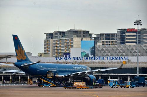 Ngoài việc mở nhiều đường bay mới, gần đây một số hãng hàng không đã đề xuất áp giá sàn vé máy bay. Ảnh: Tấn Thạnh