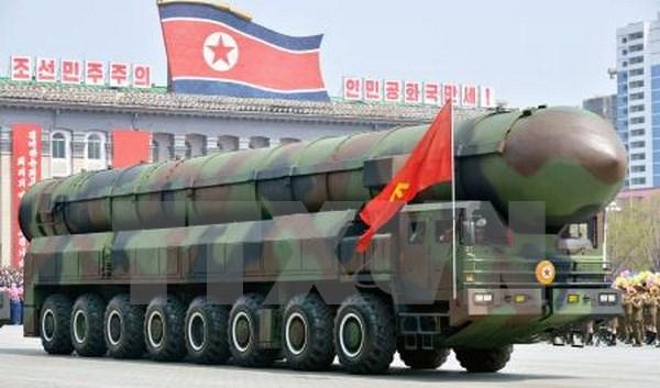 Một loại tên lửa được Triều Tiên trưng bày tại lễ diễu binh kỷ niệm 105 năm ngày sinh cố Chủ tịch Kim Nhật Thành ở Bình Nhưỡng ngày 15/4. (Nguồn: Kyodo/ TTXVN)
