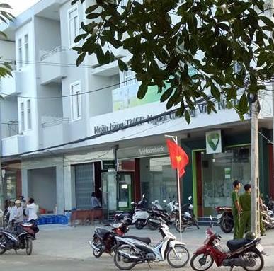Ngân hàng Vietcombank tại thị xã Duyên Hải, nơi xảy ra vụ việc. Ảnh: Minh Hào