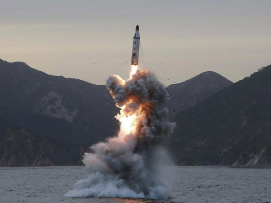 Triều Tiên phóng thử tên lửa từ tàu ngầm. Ảnh: EPA