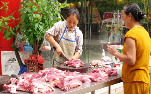 """Một loạt các bộ ngành, doanh nghiệp cùng chung tay vào cuộc """"giải cứu"""" thịt lợn"""