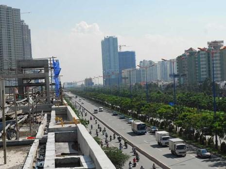 Hàng loạt dự án căn hộ mọc lên dọc các tuyến metro. Ảnh: HTD
