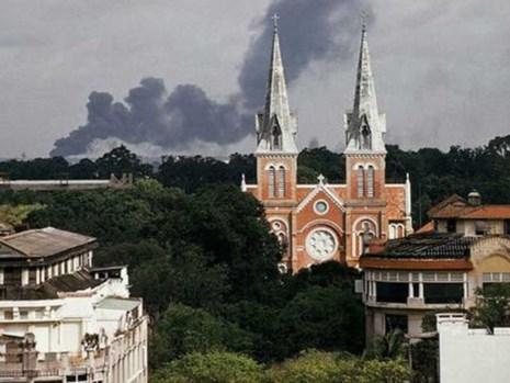 Với một sự cố ý, các nhà quy hoạch Pháp đã tạo ra được một lòng chảo xanh mà tâm điểm là nhà thờ Đức Bà.