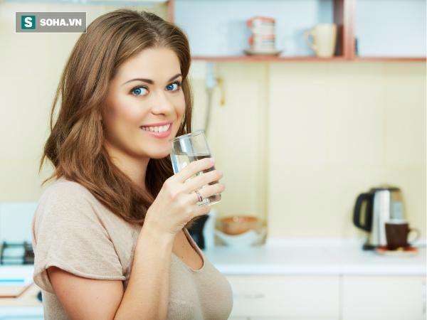 Uống nước vào buổi sáng khi đói rất tốt cho sức khỏe.
