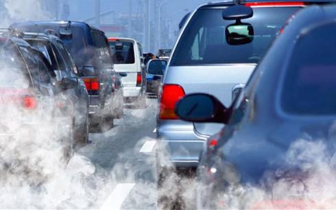 Việt Nam đang tìm kiếm nguồn nhiên liệu xăng cho động cơ xe áp dụng tiêu chuẩn khí thải euro 4 và 5. (Ảnh minh họa: KT)