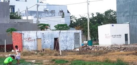 """Những căn nhà xây tạm vài chục m2 để được tách thửa theo diện """"đất có nhà hiện hữu"""" tại phường An Phú Đông, quận 12 (TP.HCM). Ảnh: CT"""