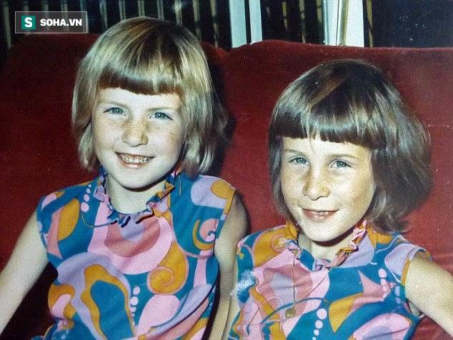 Bức ảnh chụp bà Jacqs (trái) và em gái Dawn khi còn nhỏ.