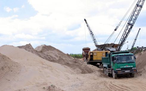 Hoạt động khai thác cát đã đi vào quy củ nhưng giá cát cũng tăng cao.(Ảnh minh họa: KT)