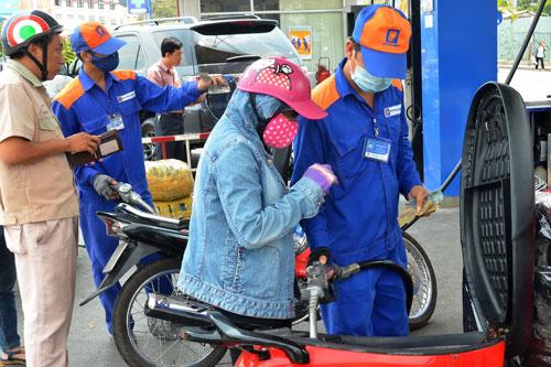 Người tiêu dùng sẽ được lợi khi thị trường xăng dầu được mở cửa Ảnh: Tấn Thạnh