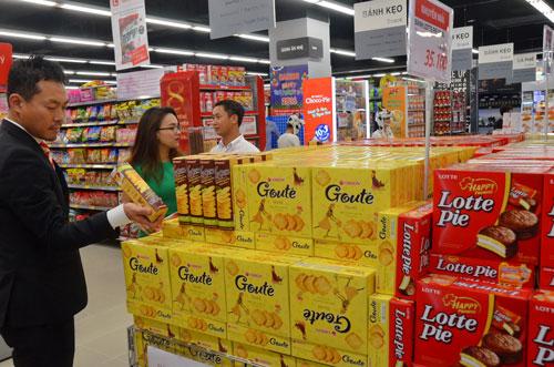 Sản phẩm của Hàn Quốc ngày càng nhiều ở Việt Nam Ảnh: TẤN THẠNH