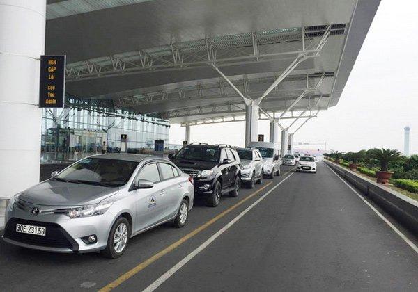 Đua nhau giảm giá xe ra sân bay