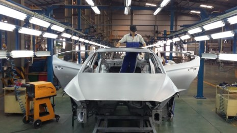 Dây chuyền sản xuất, lắp ráp ô tô tại Việt Nam. Ảnh: TRÀ PHƯƠNG