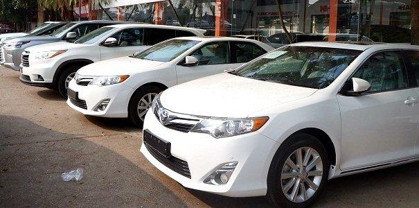 Ra khỏi showroom, chiếc xe có thể mất giá cả trăm triệu đồng.