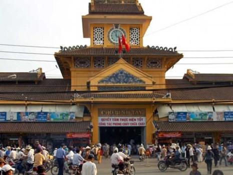 """Ngoài chợ đầu mối bán theo """"chuyên ngành"""", Sài Gòn còn có những chợ đầu mối tổng hợp, nơi đây bán nhiều thứ hàng. Trong số đó phải kể đến chợ Bình Tây."""