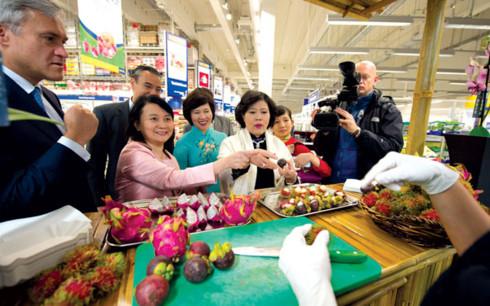 Để hàng Việt tham gia vào chuỗi siêu thị các nước cần phải qua nhiều quy trình khắt khe. (Ảnh minh họa: KT)
