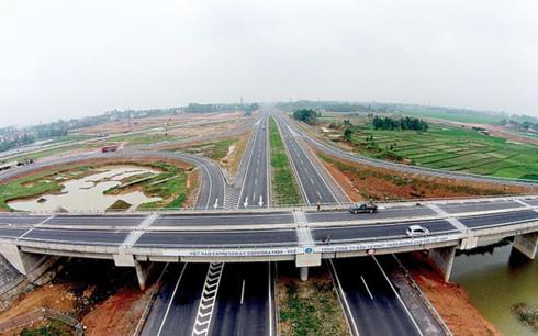 Dự án cao tốc Bắc Nam được kỳ vọng sẽ tạo đà để phát triển kinh tế xã hội của đất nước (Ảnh minh họa: KT)
