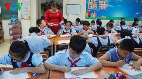 Bỏ biên chế giáo dục và tăng lương cho giáo viên đang là vấn đề thu hút sự quan tâm của xã hội (ảnh minh họa)