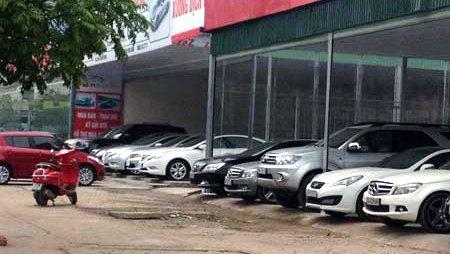 Kinh doanh xe cũ gặphó khăn, giá xe giảm mạnh nhưng vẫn không có khách.