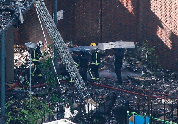 Tòa tháp Grenfell bốc cháy dữ dội.