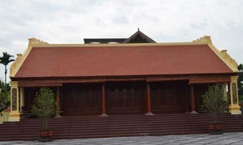 Nhiều nông dân ở xã Thủy Triều có thú chơi xây nhà gỗ bằng lim.