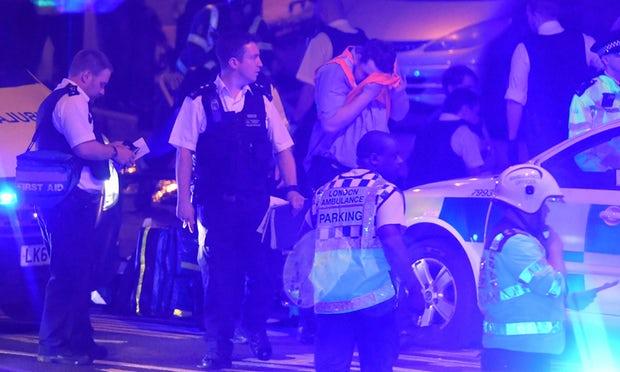 Các cơ quan chức trách London bao gồm cảnh sát và y tế đang phải làm việc khẩn trường để khắc phúc hậu quả vụ tai nạn. Ảnh:Sky News