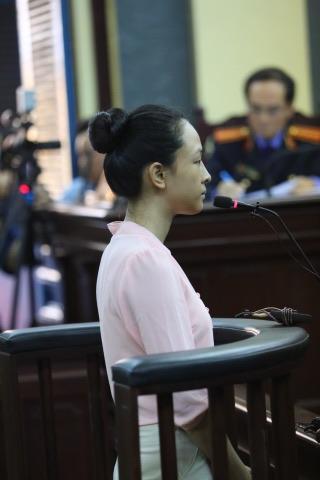 Phương Nga đã bắt đầu khai với Tòa trong phiên xét xử hôm nay.