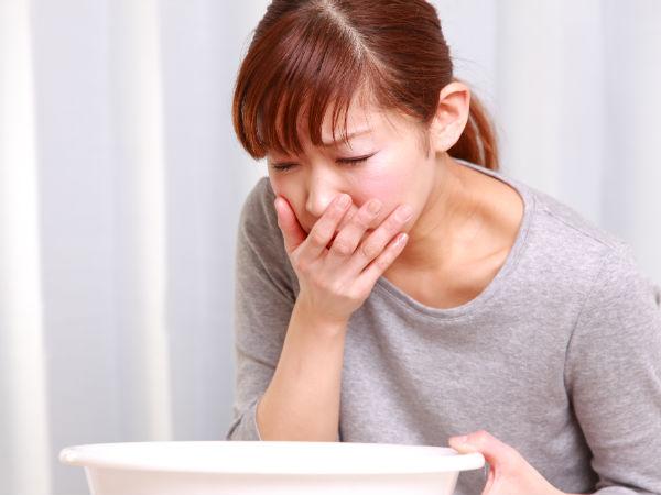 Dùng quá nhiều vitamin C có thể dẫn tời dị ứng, nôn mửa, mệt mỏi.