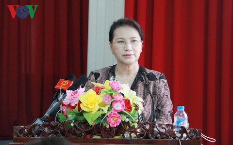 Chủ tịch Quốc hội Nguyễn Thị Kim Ngân phát biểu trước cử tri phường Cái Khế.