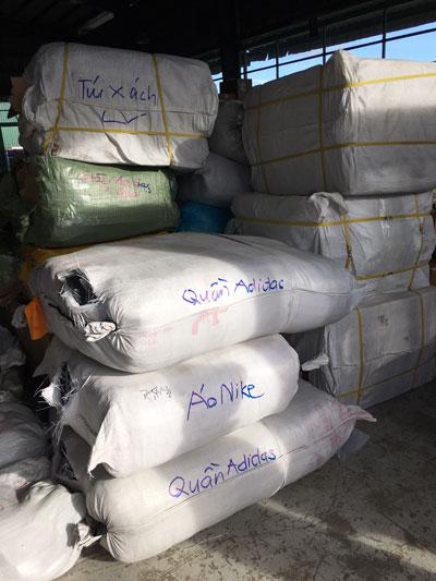 Lô hàng giả, nhái có giá trị lên tới 30 tỉ đồng bị phát hiện tại cảng Cát Lái ngày 29-6