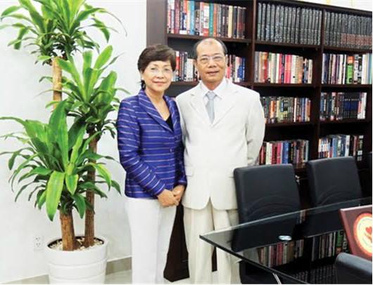 Bà Kiều Minh Phụng và chồng - ông Vũ Đình Hòa, Chủ tịch HĐQT Công ty Văn hóa Văn Lang.