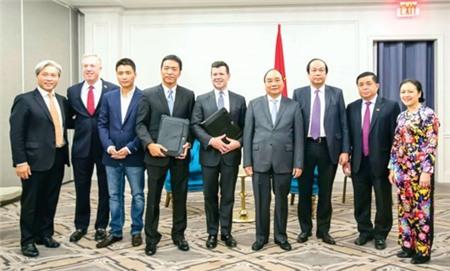Thủ tướng Nguyễn Xuân Phúc (thứ 4 từ phải sang) tiếp Phó Chủ tịch Nasdaq Bob McCooey. Buổi tiếp diễn ra ngay sau khi Bob McCooey ký kết thỏa thuận việc VNG sẽ IPO tại sàn chứng khoán lớn thứ 2 Hoa Kỳ.