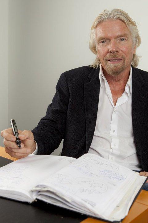 Richard Branson luôn mang theo một cuốn sổ tay để ghi lại các ý tưởng.