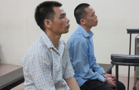 Bộ đôi vận chuyển tiền giả bị đưa ra xét xử tại phiên tòa