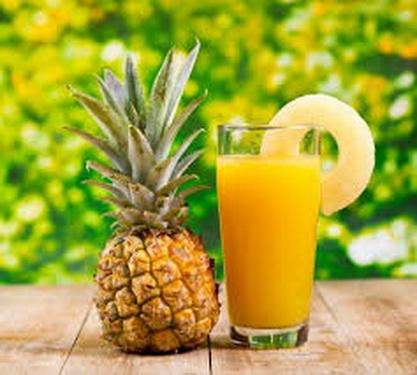 Người bệnh sỏi thận nên uống nước ép quả dứa thường xuyên.