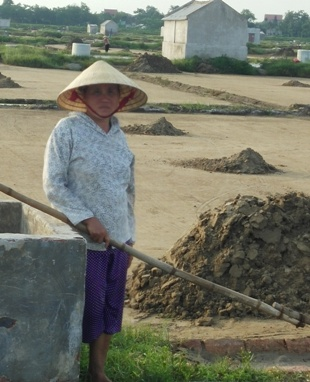 Diêm dân lao đao vì nghề muối
