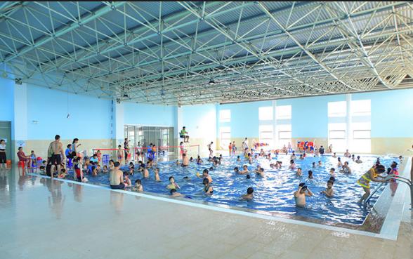 Các lớp học bơi trẻ em cũng ngày càng đông.