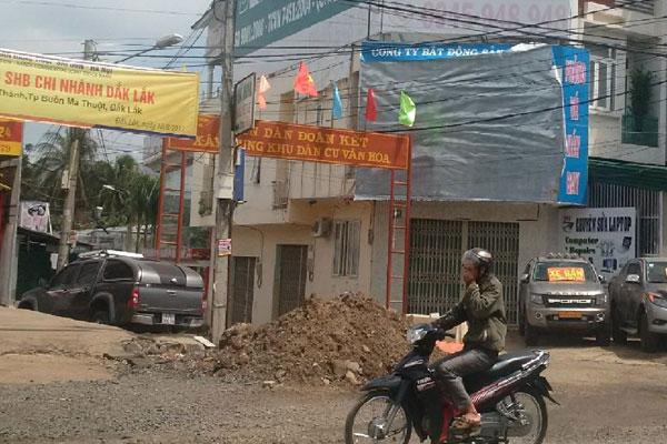 Trụ sở Công ty Bất động sản Ban Mê đóng cửa im lìm.